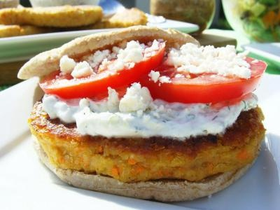 Quinoa Burger for Lent - LOOKS SO YUMMY | Food | Pinterest
