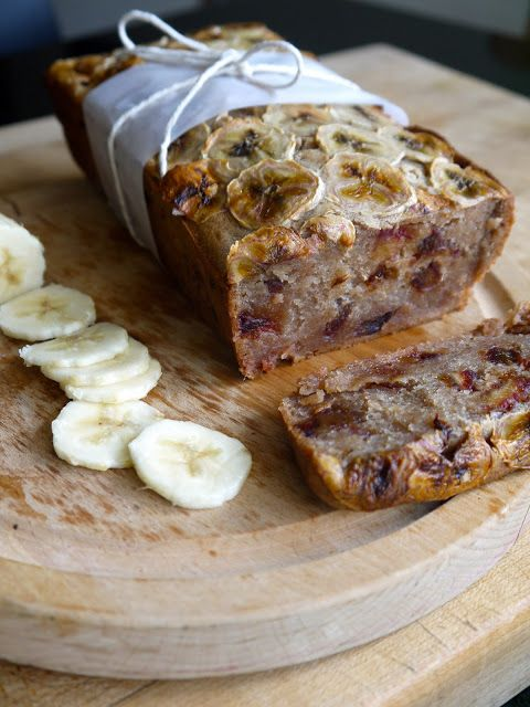 Banana and Date Loaf | OmNomNom | Pinterest
