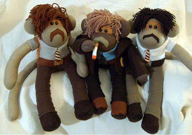 """I'm tellin' y'all, it's a sabotage!"" - Beastie Boys sock monkeys by Siân Hughes. These make me happy - love the aviators! #knithacker"