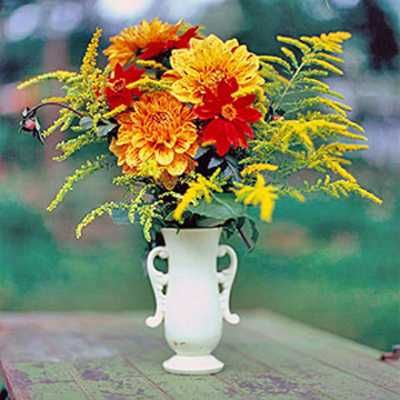 white vase with autumn flowers  http://www.decor4all.com/22-simple-fall-craft-ideas-diy-fall-decorations/17104/