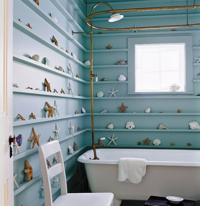 Tropical bathroom, shells on shelves. Easy to #DIY, and looks stylish! #HomeDecor #Interior #Decoration