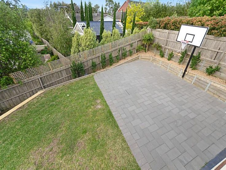 Backyard small basketball court for Build a basketball court