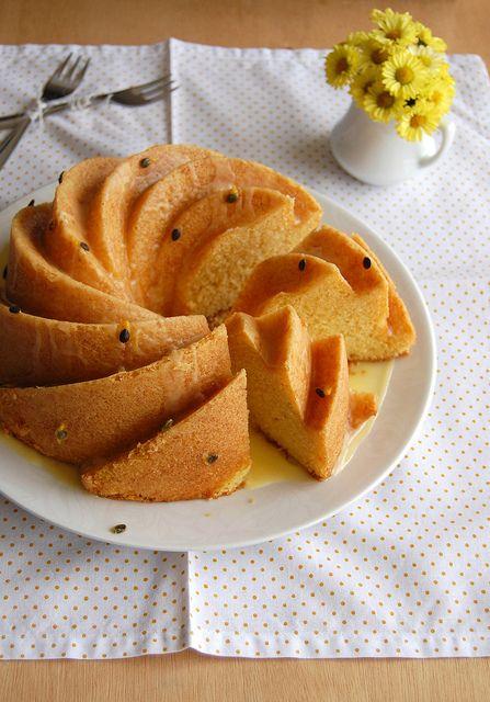 Cornmeal cake with passion fruit glaze / Bolo de fubá com calda de ...
