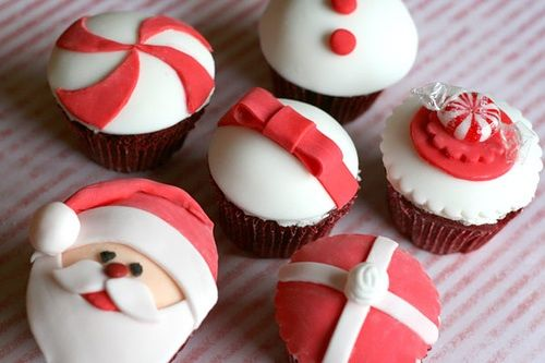 Santa and Christmas gifts cupcakes