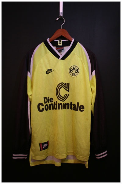 1995 to 1996 BORUSSIA DORTMUND HOME SHIRT, M, RIEDLE #13