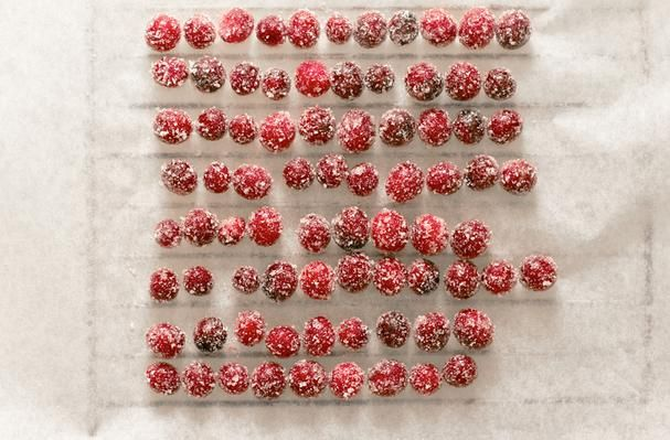 Sparkling Cranberries- BEAUTIFUL! try as part of centerpiece? on ...