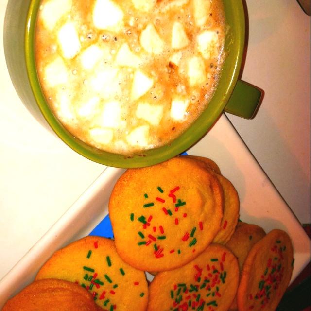 hot chocolate & sugar cookies:) | yum yums! | Pinterest