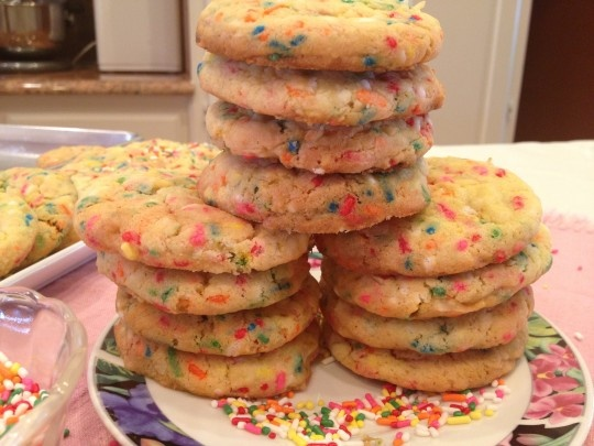 Coconut Funfetti Cookies - these amazing cookies are to die for ...