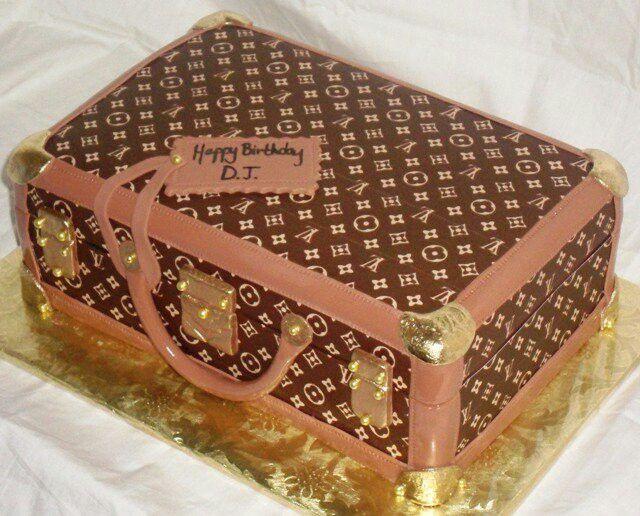 Cake Louis Vuitton Pinterest : Louis Vuitton luggage cake fabulous food and dessert ...