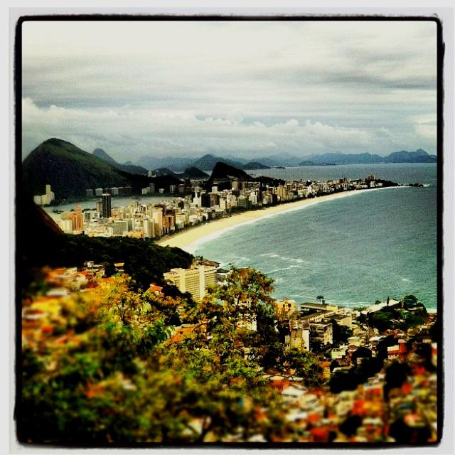 Vista do Morro do Vidigal, Rio de Janeiro, RJ (Foto de @vitao_fotocine http://instagr.am/p/JgPImUF1N7/)