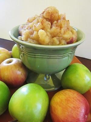 Homespun With Love: Apple Wednedsday:{Maple Cinnamon Applesauce}