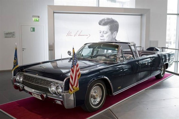 john f kennedy 39 s lincoln continental the kennedys. Black Bedroom Furniture Sets. Home Design Ideas