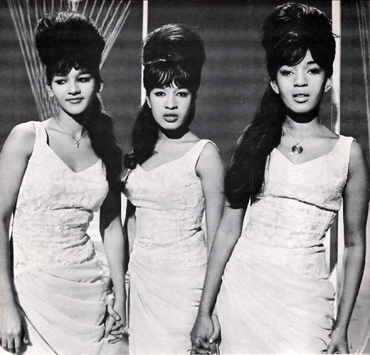 The Ronettes Sound Of The Girl Groups Pinterest