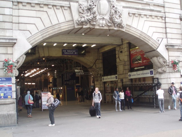 entrance to london victoria station travel and. Black Bedroom Furniture Sets. Home Design Ideas