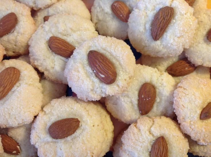Amaretti cookies | italian biscottini | Pinterest