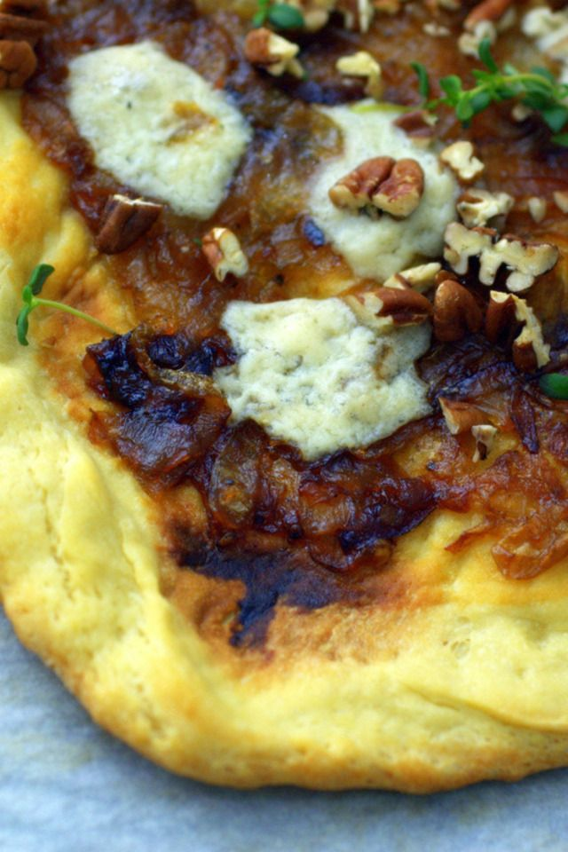 Pizza with Caramelized onions, Gorgonzola and Pecans