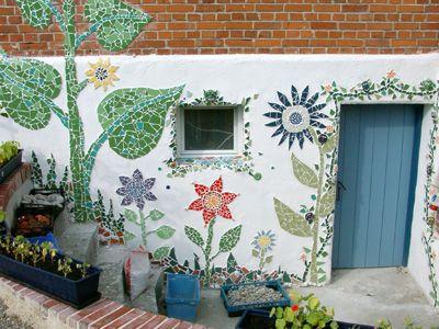 Diy mosaic outdoor walls mosaics pinterest for Garden wall mosaic designs