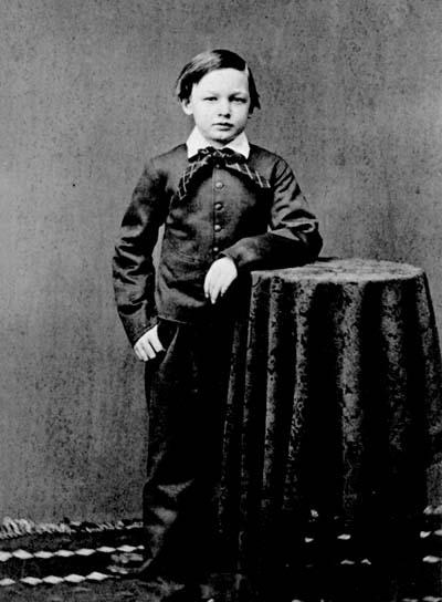 childhood of abraham lincoln the personal Walid hussein esl 251 essay 5 - argument essay the personal legend the outlines  abraham lincoln childhood and how he found his personal legend since he was young  how abraham lincoln started to follow his personal legend inspiration in his youth and what he achieved in his early life.