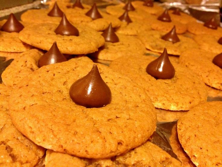 Peanut Butter Kiss Cookies | Sweet tooth | Pinterest