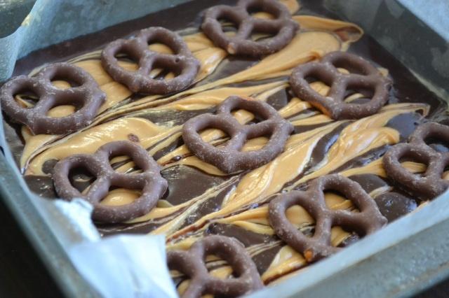 Chocolate Peanut Butter Pretzel Brownies   dessert!   Pinterest