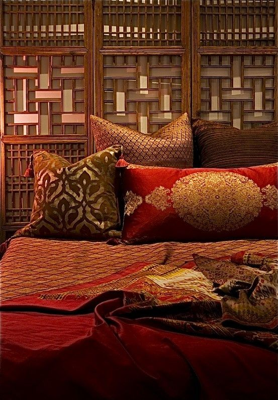 moroccan bedroom love the textures and the screen behind the bed as