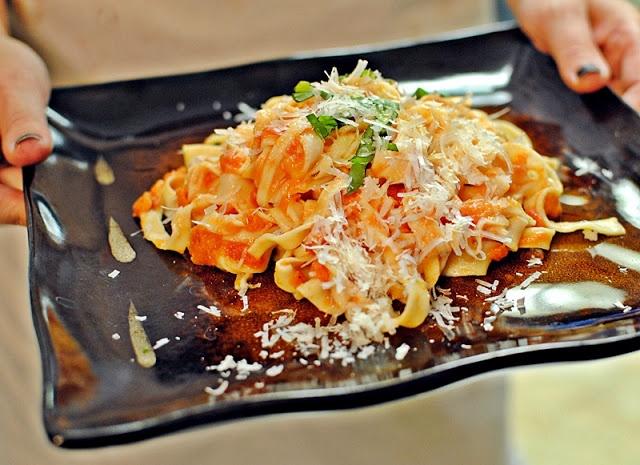 Scarpetta's Spaghetti with Fresh Tomato Sauce and Garlic Basil Oil (20 ...