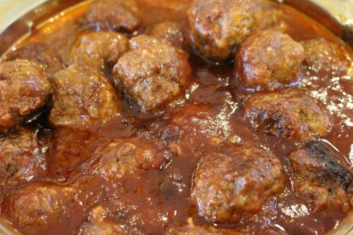 Cranberry meatballs - SO yummy and SO easy to make