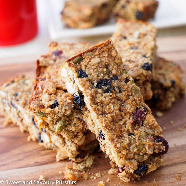 Cakey Oat, Fruit and Seed Bars. Healthy breakfast for those rushed ...