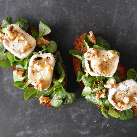 toasted walnuts crostini with brie dates and toasted walnuts recipes ...