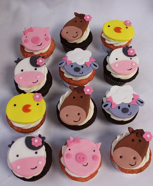 Farm animal cupcakes twins party pinterest for Animal cake decoration