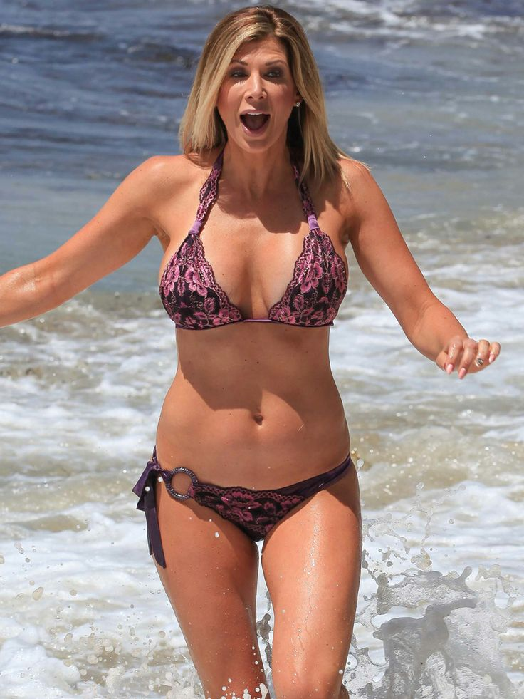 Alexis Bellino Makes A Big Bikini Splash In Laguna Beach ...