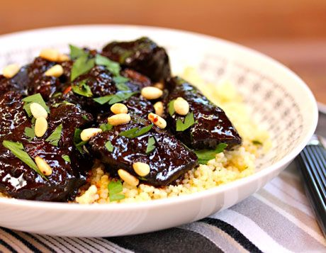 Lamb tagine with garlic, honey and raisins: a wow dish for a party ...