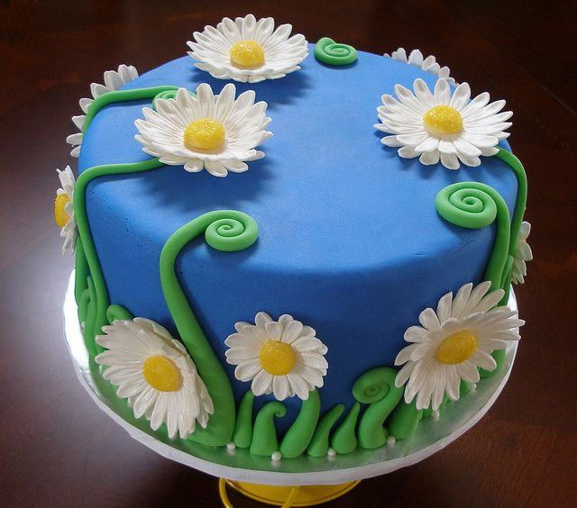Cake Decorating How To Make Daisies : daisy cake Cake Decorating Pinterest