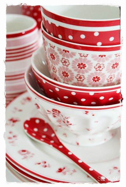 Cute red dishes from GreenGate!