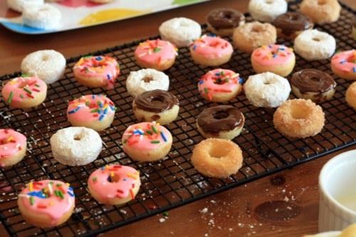 baked mini cake doughnuts. | Deliciosity | Pinterest