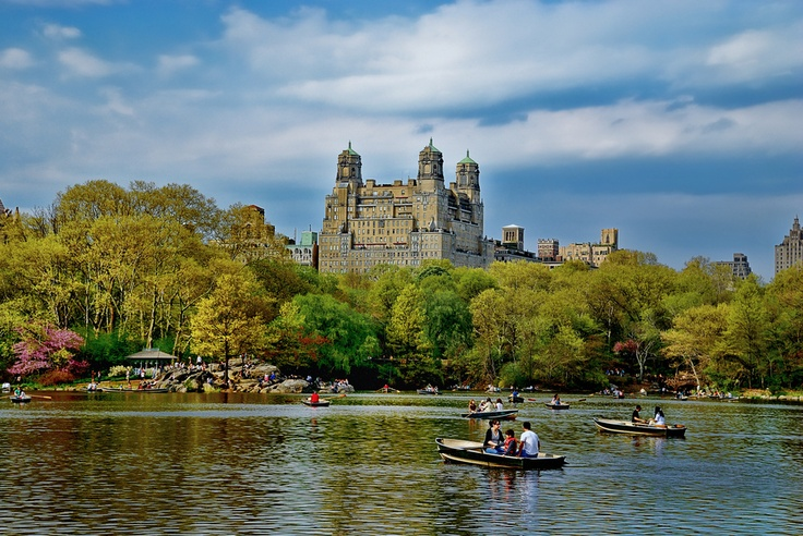 Beresford apartment building overlooking central park lake ny for Apartment overlooking central park