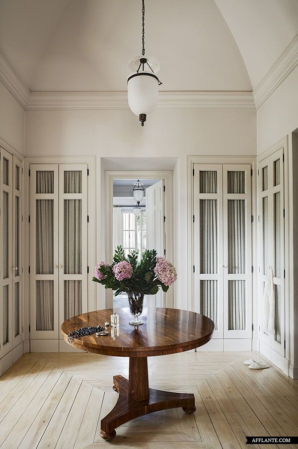 Elegant dressing room in a classical Villa near La Mairena (Marbella, Spain)