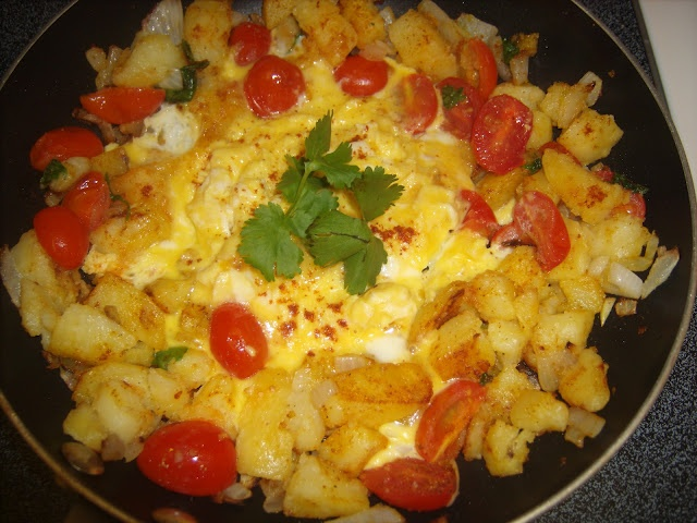 Curried Potatoes and Eggs Scramble | Breakfast | Pinterest