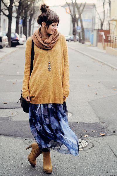 青のロングスカートとカラシ色ブーツ