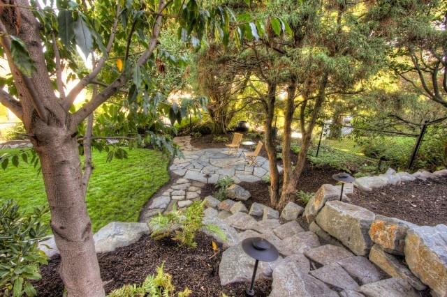Hillside landscape landscape garden inspiration for Hillside landscaping