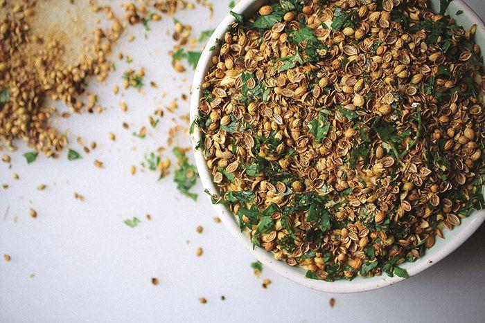 Coriander garlic hummus