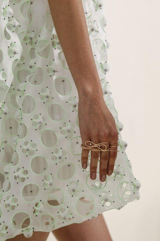 Les détails du défilé Christian Dior haute couture printemps-été 2014|10