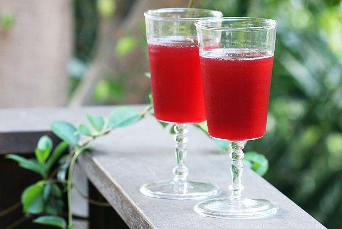 Blackberry Royal: champagne, blackberry juice, balsamic vinegar, sugar ...