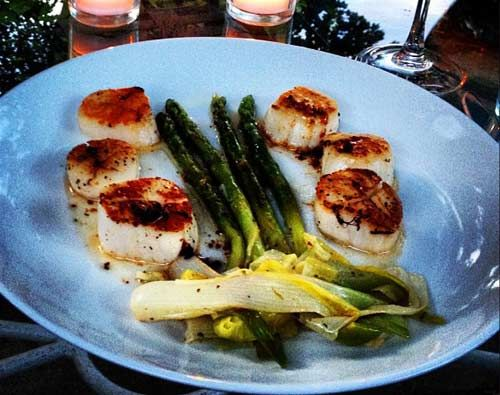 Pan-Seared Scallops with Asparagus and Baby Leeks | Recipe