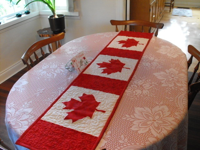 christmas  Pinterest Canada runner Table Canada Day  table   Day Runner canada