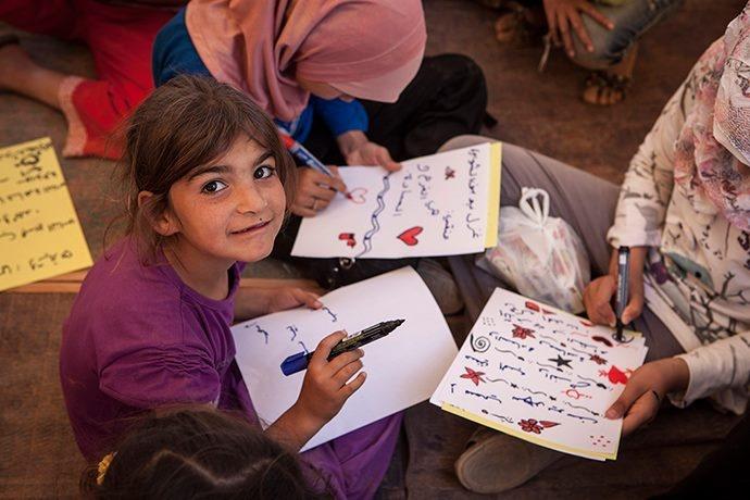 Cuori e bombe (Bambine Siriane rifugiate prendono parte alle attività