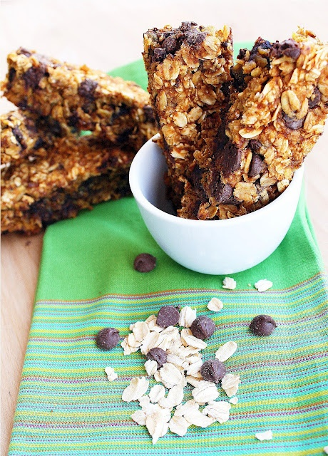 Pumpkin Chocolate Chip Granola Bars http://www.thecomfortofcooking.com ...