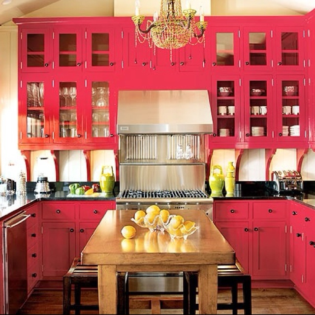 Hehehe hot pink kitchen cabinets! This will be cute, for a girls house