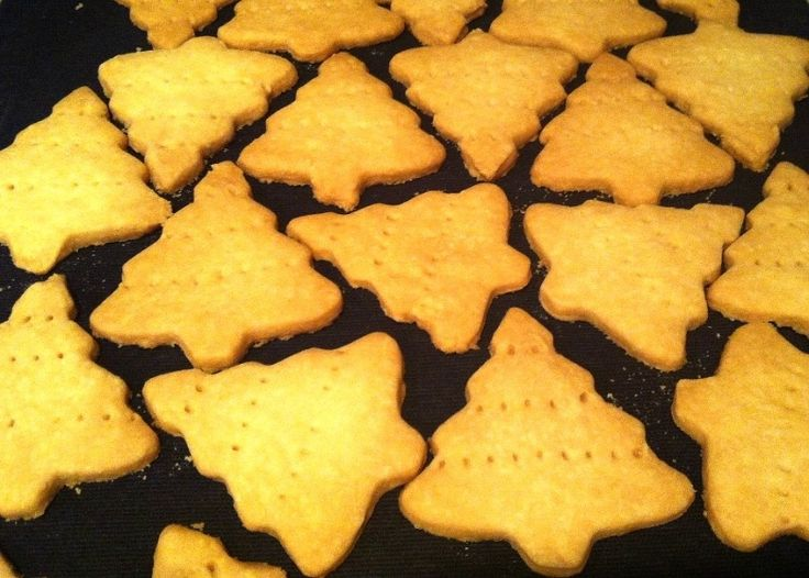 Melt in Your Mouth Christmas Shortbread | Christmas | Pinterest