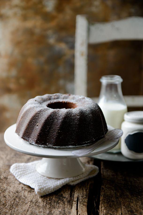ciambella al latte farcita con gocce di cioccolato / round milk cake stuffed with chocolate drops